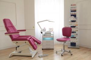 Педикюрное кресло ФУТПРОФИ-2, 2 электропривода, с ножной педалью управления
