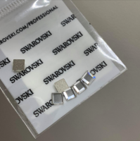 Клеевые стразы Сваровски 2402 4 мм Crystal - 6 шт
